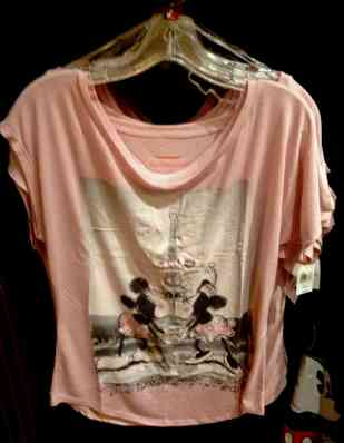 Kissing Minnie and Mickey T-Shirt