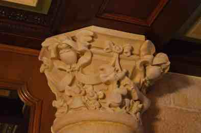 Details for pillars in castle suite