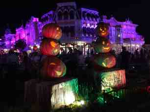 Pumpkin photo opp at night