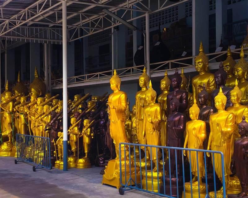 Imagens de Buda em uma loja de Bangkok