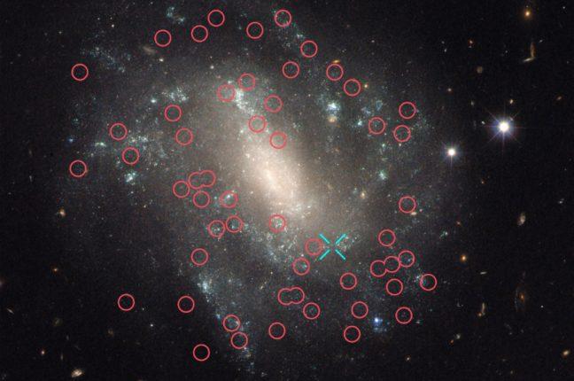 Esta imagem captada pelo Hubble mostra a UGC 9391, uma das galáxias usadas no estudo que refinou a medição da velocidade de expansão do Universo