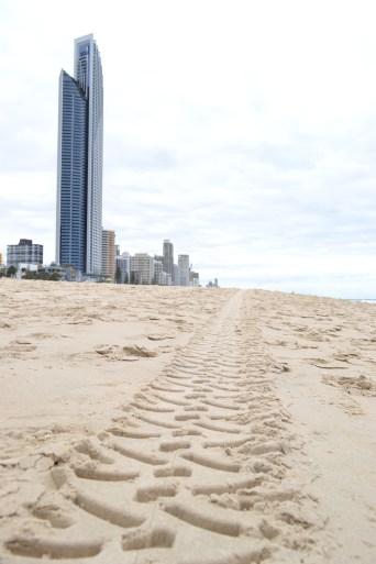 La playa en Surfers Paradise