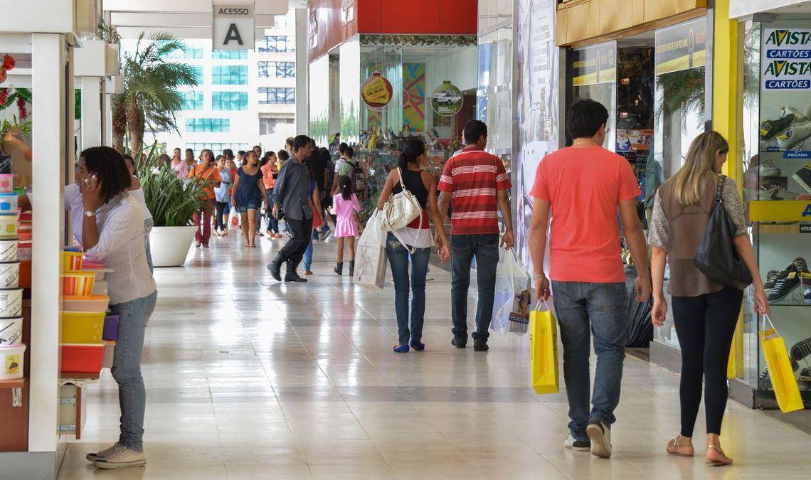 Endividamento do consumidor cai pela primeira vez em 2019, diz CNC