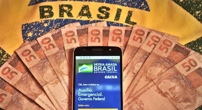 Auxílio de R$300 e R$600: VEJA o que você vai receber de 11 a 31 de outubro