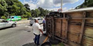 VÍDEO: Assalto com refém tem tiroteio e capotamento de veículo, em Belém