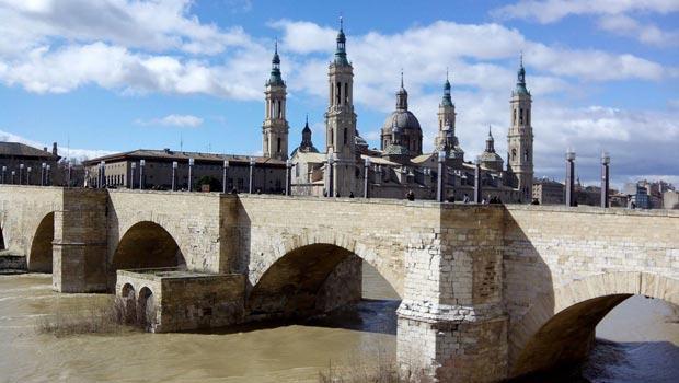 El Puente de Piedra de Zaragoza