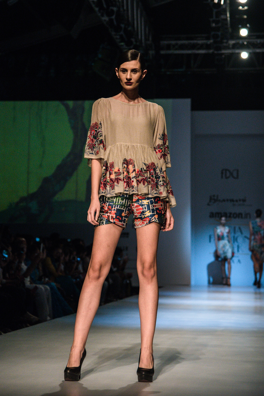 Bhanuni by Jyoti FDCI Amazon India Fashion Week Spring Summer 2018 Look 2