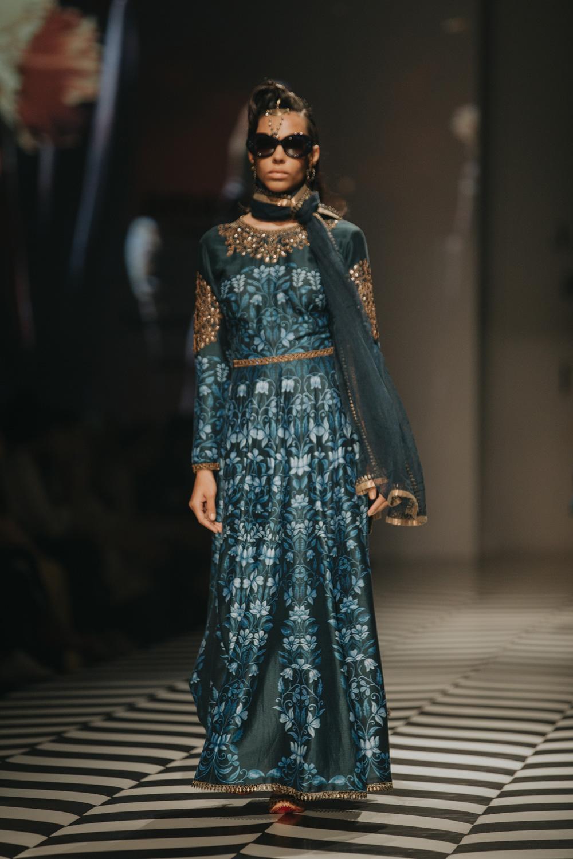 JJ Valaya FDCI Amazon India Fashion Week Spring Summer 2018 Look 6