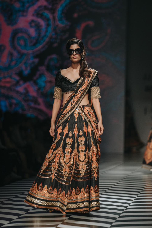 JJ Valaya FDCI Amazon India Fashion Week Spring Summer 2018 Look 19