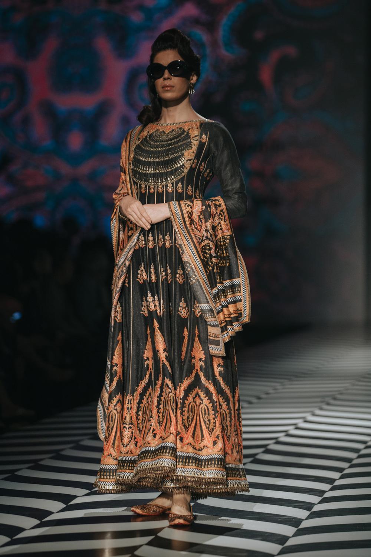 JJ Valaya FDCI Amazon India Fashion Week Spring Summer 2018 Look 20