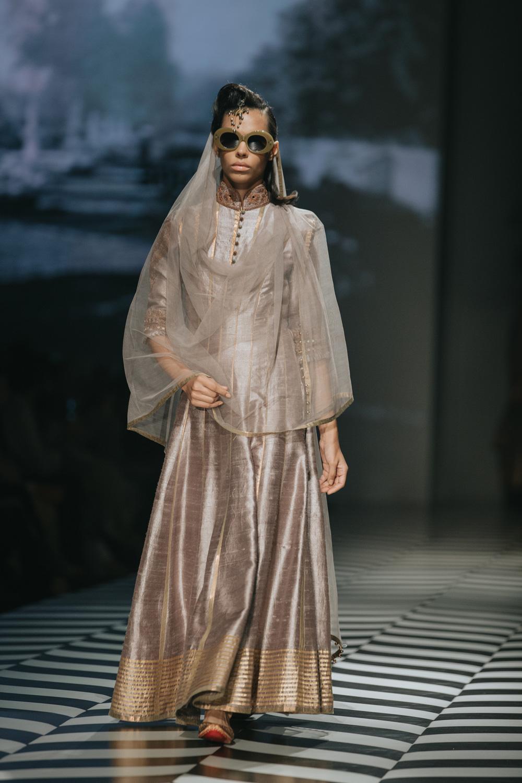 JJ Valaya FDCI Amazon India Fashion Week Spring Summer 2018 Look 23