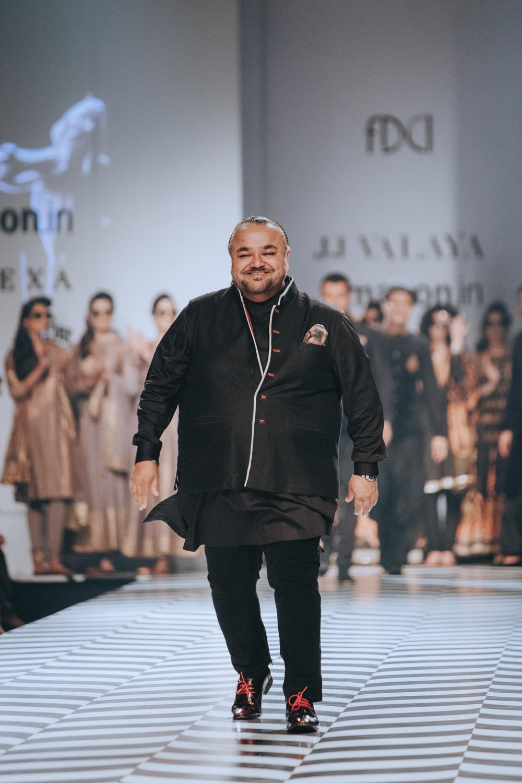 JJ Valaya FDCI Amazon India Fashion Week Spring Summer 2018 Look 34