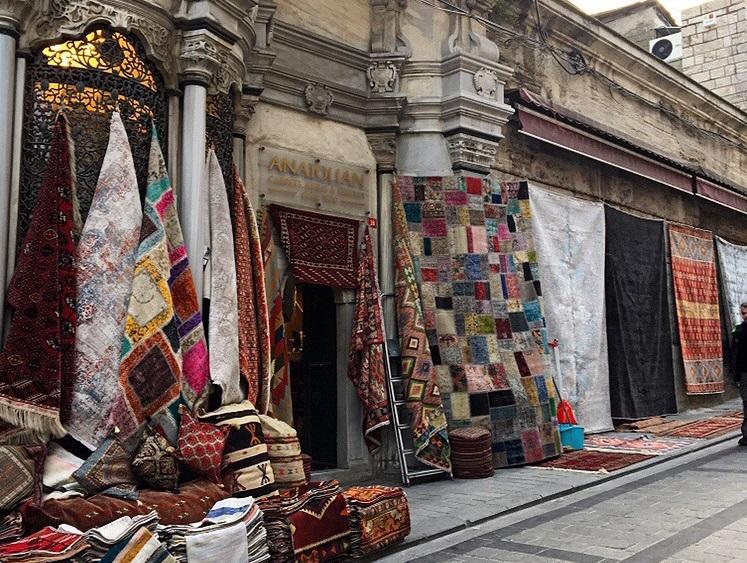 Istanbul Travel Guide - Zardozi Magazine - Rugs