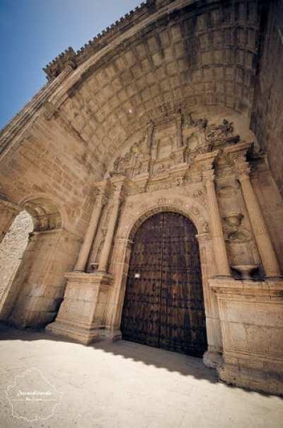 Entrada de la iglesia de Santa María en Alarcón