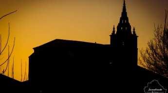 Silueta de la basílica de Nuestra Señora de la Asunción, en VIllanueva de la Jara