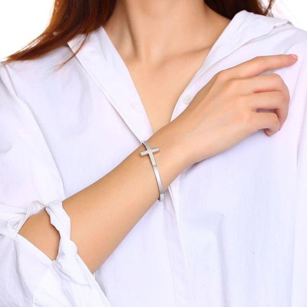 Стильні жіночі браслети