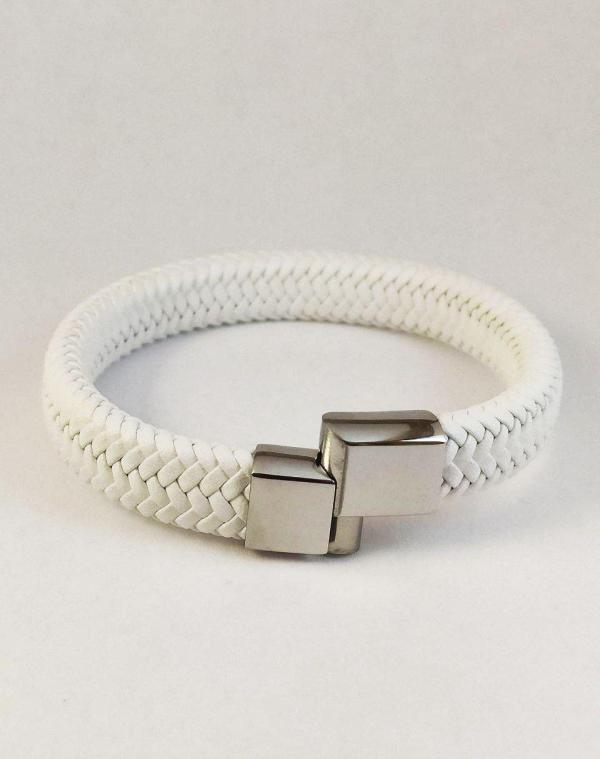 білий шкіряний браслет