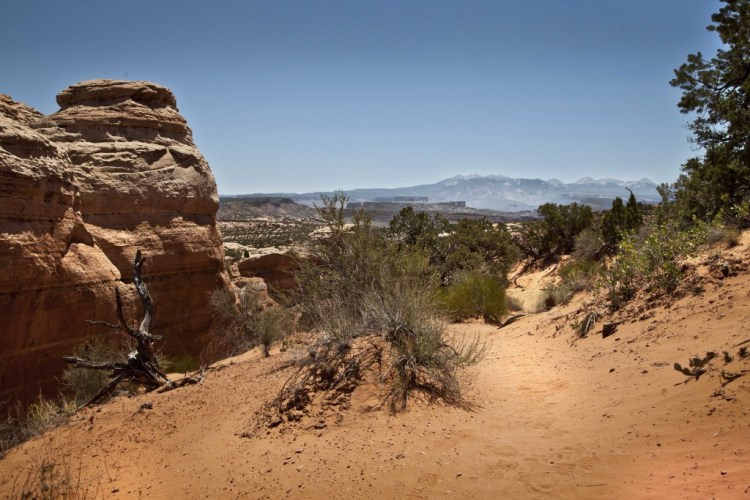 Broken-arch-trail-4