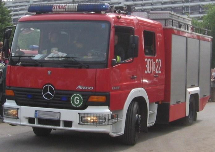 Samochód stanął w ogniu. Interweniowali strażacy.