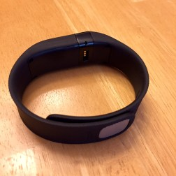 fitbit-charge-port