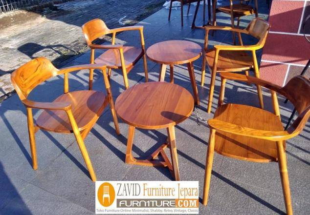 kursi cafe baru kayu jati 700x487 - Indonesian Furniture Manufacturers Dan Suppliers Pengrajin Kayu Jati (Teak)