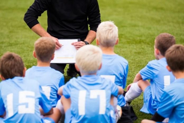 ile zarabia trener piłkarski
