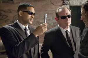 'Men in Black 3' Clip: Will Smith And Tommy Lee Jones Fight Aliens