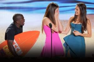 Weekend Wrap-Up: Updates on the Dark Knight Rises Tragedy, Teen Choice Awards 2