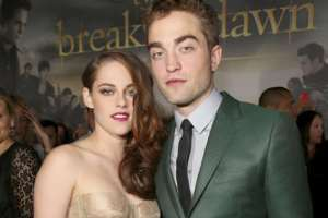 Kristen Stewart, Robert Pattinson Back Together On The Red Carpet At 'Breaking Dawn - Part 2' Premiere