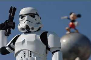 'Star Wars: Episode VIII,' 'Episode IX' Writers Found? Lawrence Kasdan and Simon Kinberg May Join Franchise