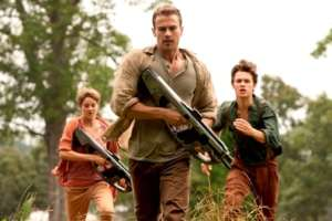 "THE DIVERGENT SERIES: INSURGENT - NEW ""FIGHT BACK"" TRAILER"