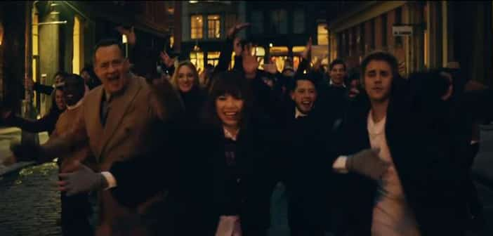 """Carly Rae Jepsen Recruits Tom Hanks And J. Biebs For Musical Video """"I Really Like You"""""""