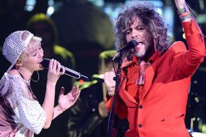 Miley Cyrus Makes Plans With Flaming Lips For A 'Naked Concert'