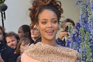 Rihanna To Highlight 2016 VMA Awards With Top Honors