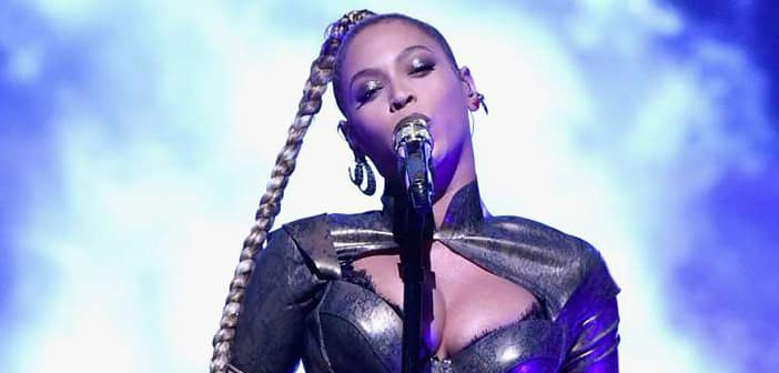 Beyoncé Accidentaly Tore Out Her Earring Mid-Performance But The Queen Didn't Let That Stop Her Performance