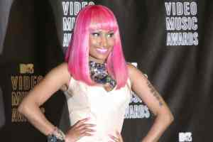 Nicki Minaj helps fans with college