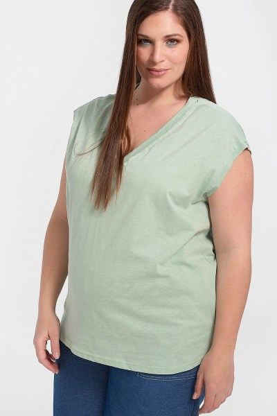 Μπλούζα plus size με λαιμόκοψη V βεραμάν
