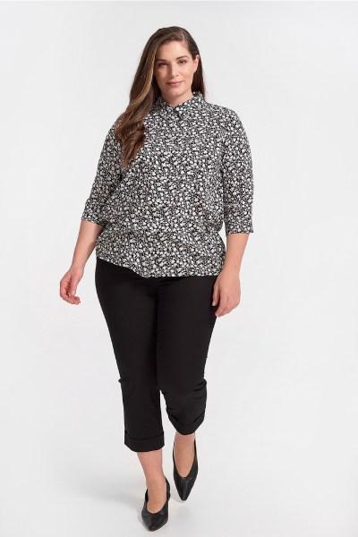 Παντελόνι κάπρι plus size με ρεβέρ μαύρο