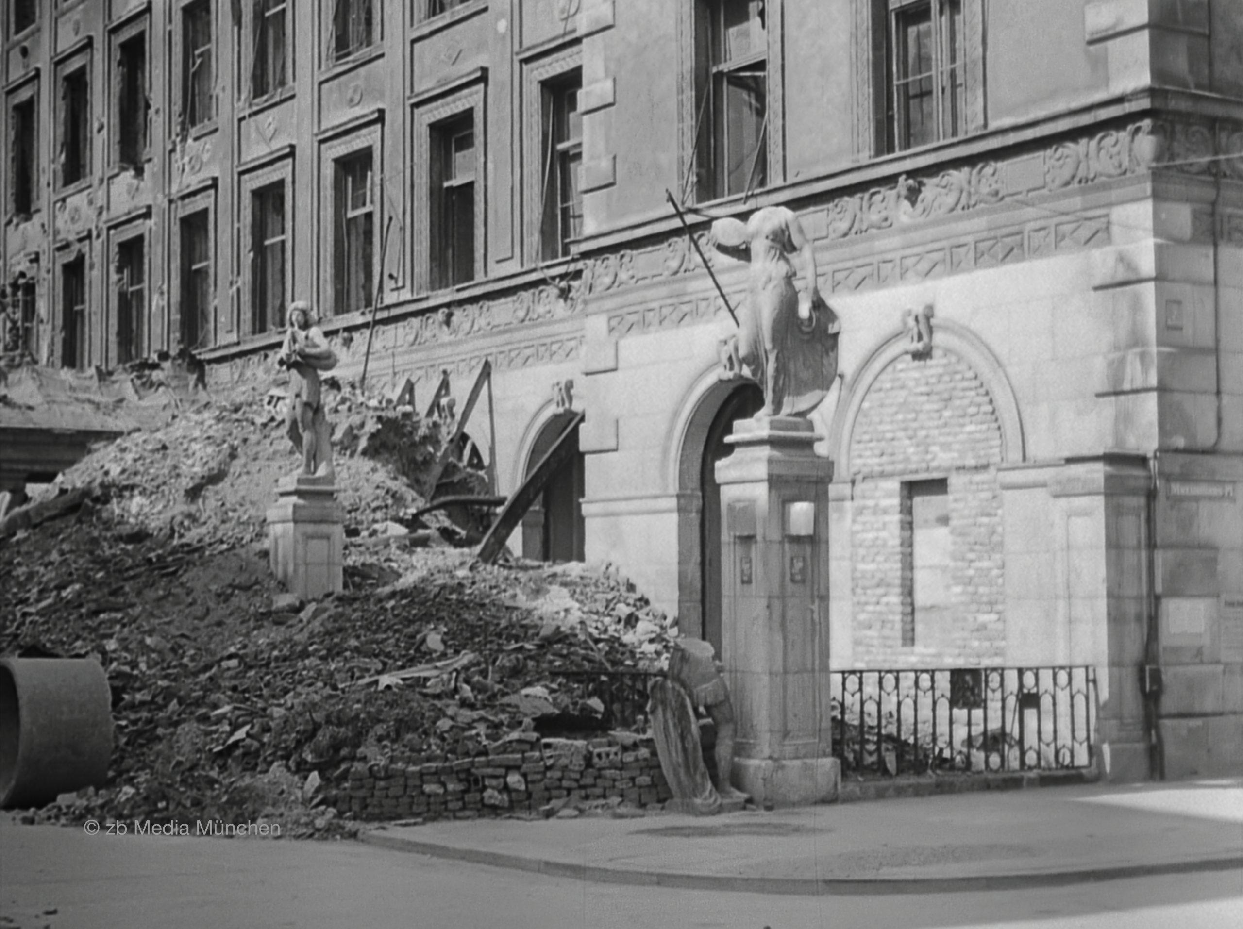 Residenz, München 5. Mai 1945, Ruine, Bombenschaden