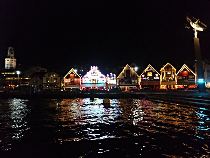Vorweihnachtliches Stavanger bei Nacht