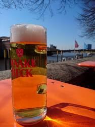 Immer wieder gern genommen: Haake-Beck Pils an der Weser
