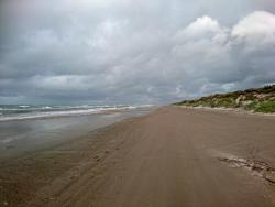 Schmaler Reststrand bei starkem Nordwind