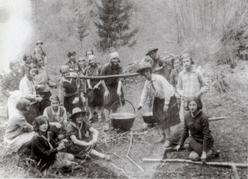 Kranjske skavtinje v Nemiljah okrog leta 1939