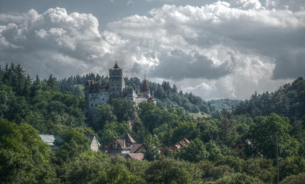 bran_castle_departe