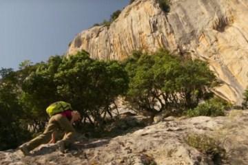 La grimpeuse Angy Eiter nous emmène à la découverte des falaises calcaire fraîchement équipées de Kyparissi en Grèce.