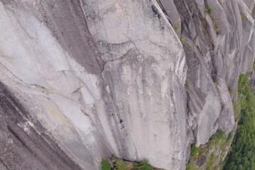 """Vidéo avec le grimpeur Will Stanhope dans """"The Chief"""" (6c+), une très belle dalle de 300 mètres à Squamish (Colombie Britannique, Canada)"""