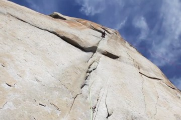 Très belle vidéo qui résume l'ascension de Salathé sur la mythique face d'El Capitan dans le parc du Yosemite.