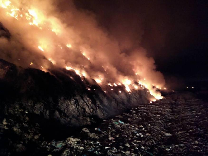 incendiu groapa de gunoi Bacau 3