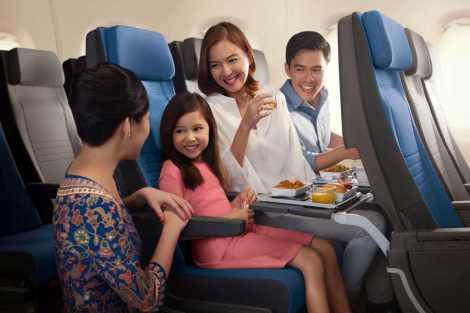 Sedačky v ekonomické třídě prošly zeštíhlením, i nadále budou mít ale nadstandardní prostor pro nohy. Rozteč je 81 centimetrů. Foto: Singapore Airlines.