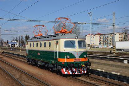 Stejnosměrná lokomotiva jezdí po českých kolejích už šedesát let, vyrábět se v letech 1953-58. Foto: IDS Cargo